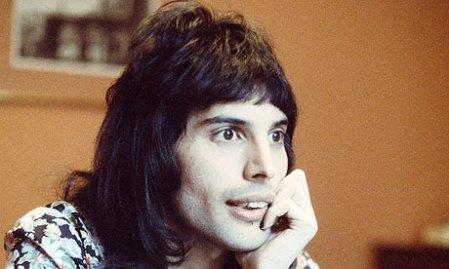 Freddie-Mercury-in-1974-006