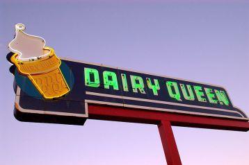 800px-Ottawa_neon_Dairy_Queen_sign