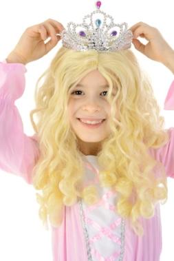 Kind in Kostm Prinzessin setzt Krone auf