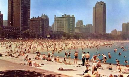 postcard-chicago-oak-street-beach-huge-crowd-1950s