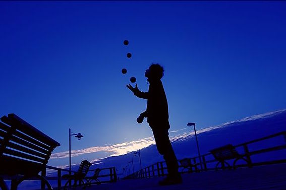 Medium-570_ActionShots_Ball_Juggling4