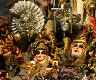 Venice_Mask_Shop_WIndow_at_night_(8361373269)
