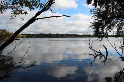 Lake_Nokomis_viewed_from_Lake_Nokomis_Pkwy_bridge,_Oct_2017